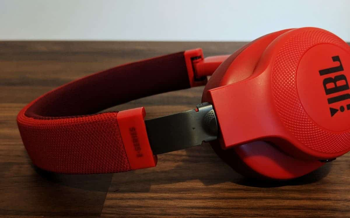 JBL-E55BTi-Photos-06 JBL E55BT Wireless Headphones Review