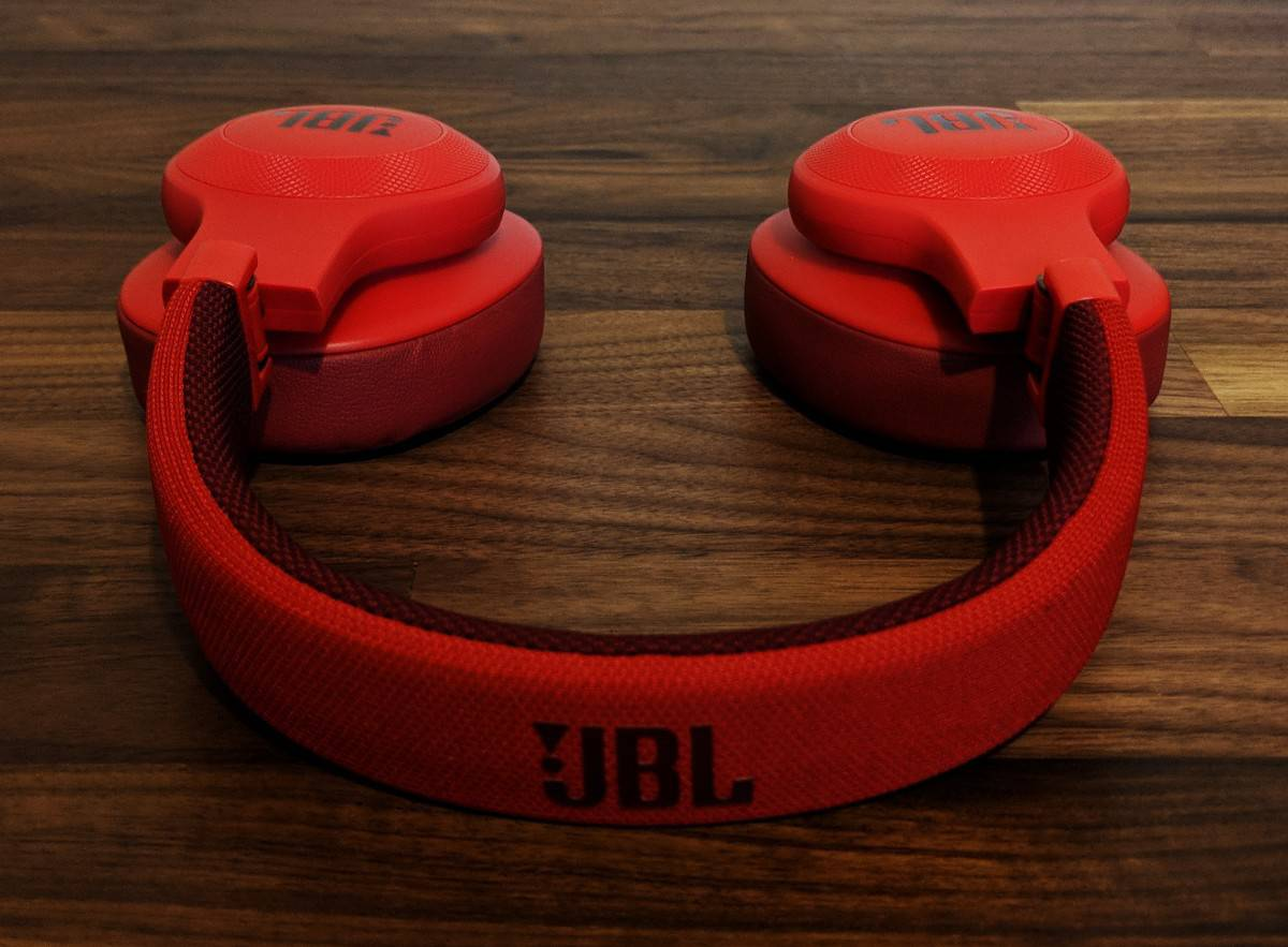 JBL-E55BTi-Photos-17 JBL E55BT Wireless Headphones Review