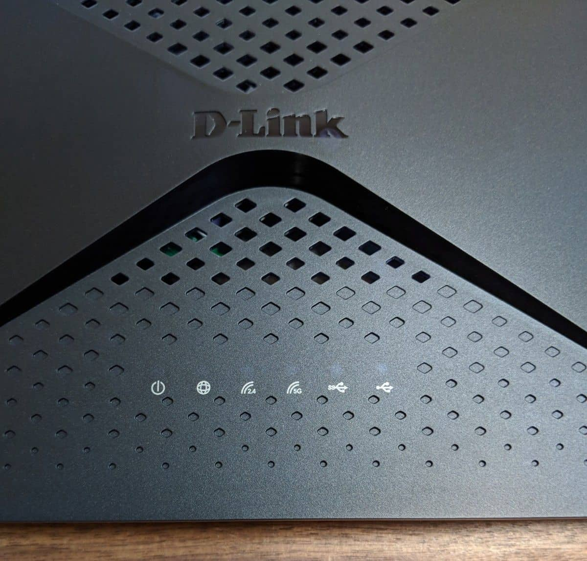 how to give a device priority on a router
